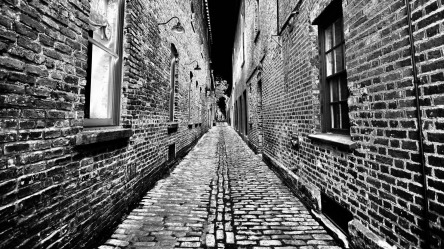 narrow-back-street-303460